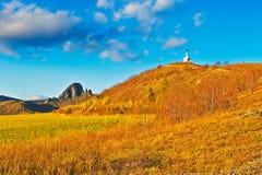 Colline de lama et coucher du soleil blanc de tour Photos stock