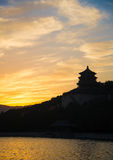 Colline de longévité dans le coucher du soleil Image stock