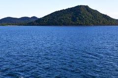 colline de mousse de l'Asie en Thaïlande et mer de sud de la Chine Image stock