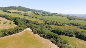 Colline della campagna della Toscana, vista aerea sbalorditiva in primavera Immagine Stock