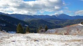 Colline della montagna di inverno dei semi video d archivio