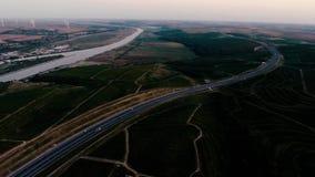Colline della vigna e della strada principale vedute dal fuco archivi video