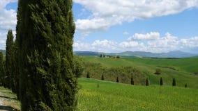 Colline di Chianti con i cipressi e le nuvole Siena video d archivio