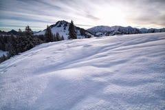 Colline di Snowy in alpi Fotografia Stock