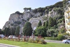 Colline du Chateau mit dem Monument Morts Zusatz-Rauba- Capeu schnitzte von Nizza auf französischem Riviera lizenzfreie stockfotografie