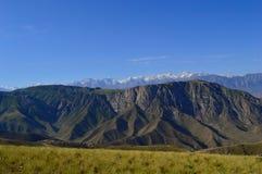 Colline e montagne, Kadamzhai, Kirghizistan Immagini Stock Libere da Diritti