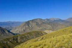 Colline e montagne, Kadamzhai, Kirghizistan Fotografia Stock