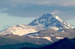 Colline innevate delle alte montagne Fotografie Stock