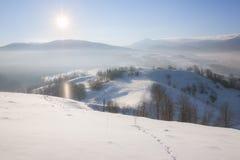 Colline nevose della montagna di inverno Fotografie Stock