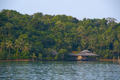 Colline pedemontana delle case della spiaggia. Fotografia Stock Libera da Diritti