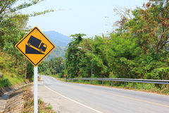 Colline raide de catégorie avertissant en avant le roadsign Image stock