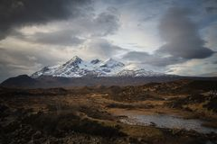 Colline vedute da Sligachan, isola di Snowy Cuillin di Skye, Scozia immagine stock libera da diritti