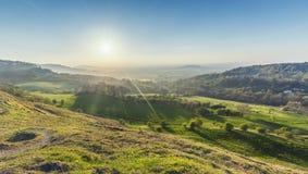 Colline verdi alla primavera nel Regno Unito immagini stock