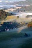 Colline verdi e campi fotografie stock