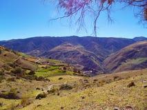 Collines de campagne ouverte aux montagnes image stock