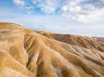 Collines de désert autour de la Vierge du sanctuaire de Chapi photo stock
