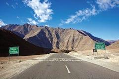 Collines de Magnetics, Leh-Ladakh, Jammu-et-Cachemire, Inde Photo stock