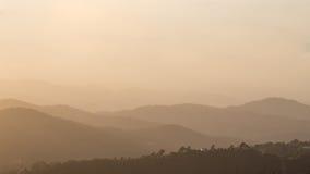 Collines en brouillard Photo stock