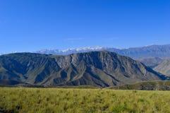 Collines et montagnes, Kadamzhai, Kirghizistan Photographie stock libre de droits