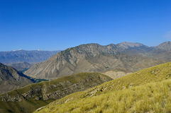 Collines et montagnes, Kadamzhai, Kirghizistan Photographie stock