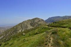 Collines et montagnes, Kadamzhai, Kirghizistan Image stock