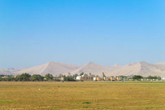 Collines et plaine de désert Photo stock