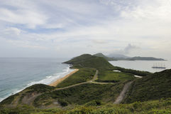 Collines et rivages sur St Kitts Photos libres de droits