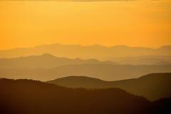 Collines sur le lever de soleil Photographie stock