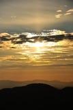 Collines sur le lever de soleil Photo stock