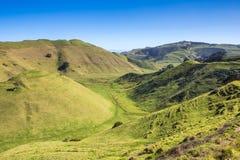 Collines vertes et vallées Photographie stock