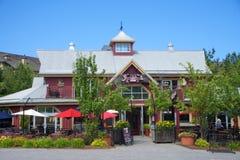 COLLINGWOOD, SOPRA, IL CANADA - 19 LUGLIO 2017: Vista di alloggio e della ricerca Immagine Stock