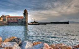 Collioure e iglesia Imágenes de archivo libres de regalías