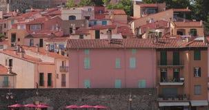 Collioure, Francia Hilly Cityscape In Sunny Day video d archivio