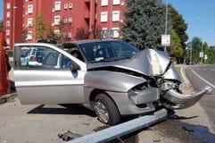 collision d'Exécuter-hors fonction-route dans les zones urbaines Photo libre de droits