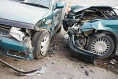 Collisione di incidente stradale della strada in via urbana Fotografia Stock