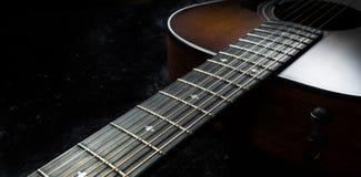 Collo e corde della chitarra acustica Fotografia Stock Libera da Diritti