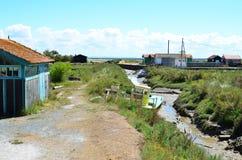 Collochi il ostriecole, ostrica che coltiva il porto, Oleron, Charente-Maritime, Francia immagini stock libere da diritti