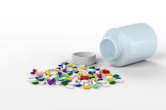 Collorful preventivpillerar som spills från flaskan royaltyfri bild