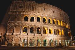 Colloseum majestoso na noite, Roma, Itália fotos de stock