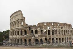 Colloseum in Rome op een bewolkte dag wordt gezien die royalty-vrije stock afbeelding