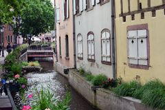 COLMAR, ΓΑΛΛΙΑ - 17 Μαΐου 2018: Μικρό κανάλι Στοκ φωτογραφίες με δικαίωμα ελεύθερης χρήσης
