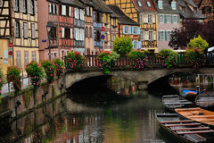 Colmar de scène van de stadsstraat, Frankrijk Stock Foto's