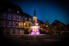 Colmar, France 13 octobre 2018 Le Fontaine Roesselmann dans la place de Noires images libres de droits