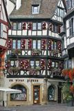 Colmar, Frankrijk - Schilderachtig historisch huis in het stadscentrum Stock Foto