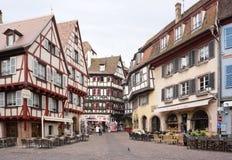 Colmar Frankrike - 3 Maj, 2016: Härlig byggnad i gammal stad av Royaltyfri Fotografi