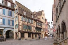 Colmar Frankrike - 3 Maj, 2016: Härlig byggnad i gammal stad av Royaltyfria Foton