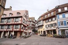Colmar Frankrike - 3 Maj, 2016: Härlig byggnad i gammal stad av Arkivfoto