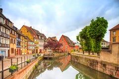 Colmar, Petit Wenecja, wodny kanał i tradycyjni domy. Alsace, Francja. Zdjęcie Stock