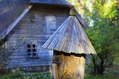 Colmena antigua en el bosque del otoño Imágenes de archivo libres de regalías