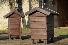 Colmena de la abeja - casa de madera vieja Imagen de archivo